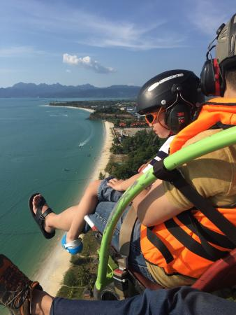 Langkawi Gliders : small kids insists he has to do it again!