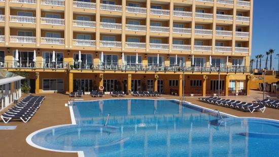 La playa junto al gran hotel pe iscola photo de gran for Hotel playa peniscola