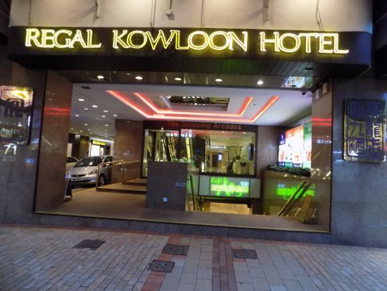Regal Kowloon Hotel: Entrance