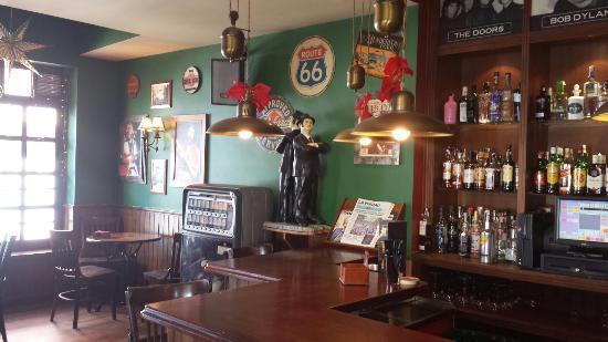 Cuatro Rosas Bar