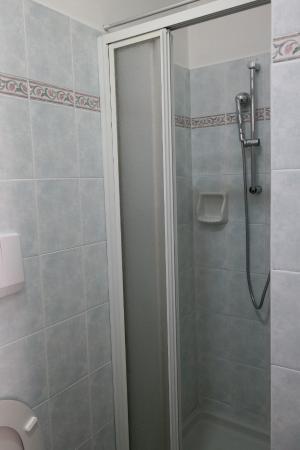 Hotel Basilea: Doccia