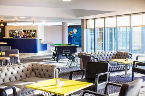 Ibis Styles Barnsley hotel: Lounge and Bar with Pool table