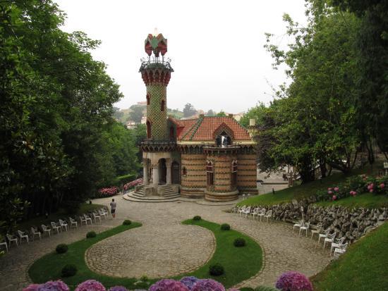 Buhardilla picture of el capricho de gaudi comillas for Jardines el capricho