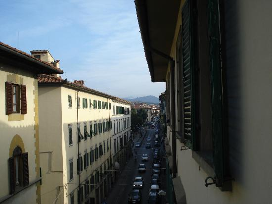 Cicerone Guest House: strada