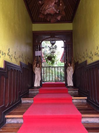better hotel across the street picture of cali marriott hotel rh tripadvisor com