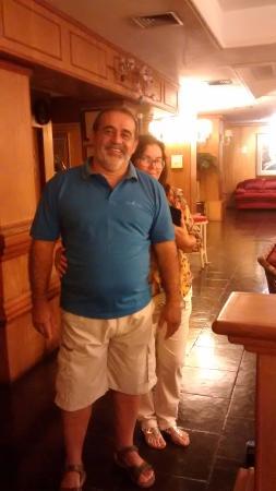 Hotel Bella Italia: Foto na recepção e ao fundo o bar que fica ao lado da recepção.