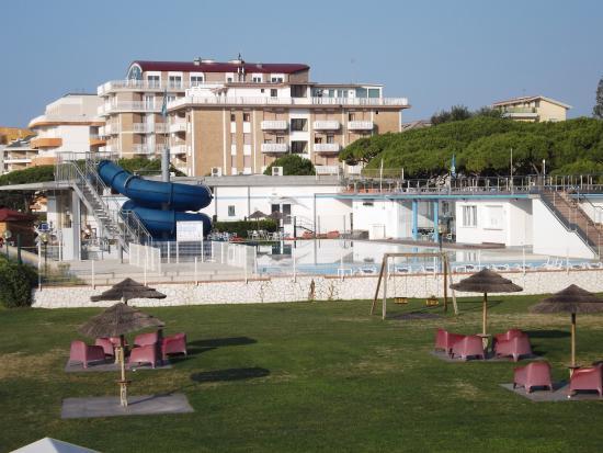 Poolanlage bild von villaggio al mare marzotto jesolo for Villaggio jesolo