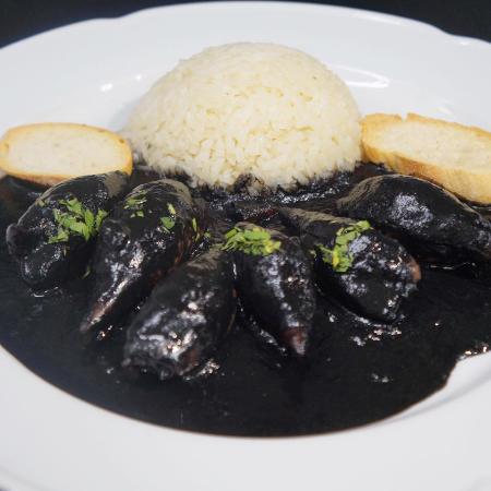 calamares rellenos en su tinta con arroz