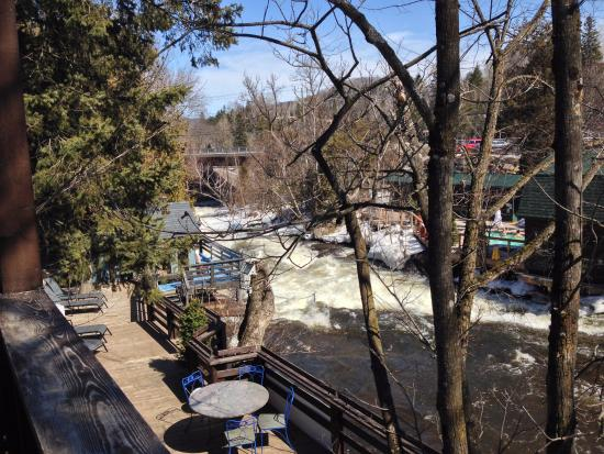 Bagni Spa: In the heart of the Laurentians right by a beautiful river