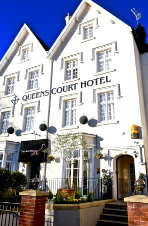 퀸즈 코트 호텔