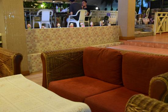 Charming Inn Hotel: Reception Area