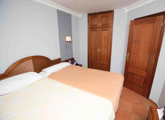 Apartamentos Dorotea: Main bedroom