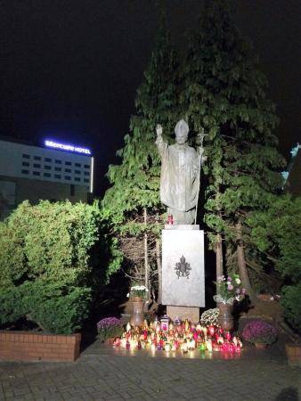 Mercure Gdynia Centrum: Pope John-Paul memorial, Gdynia