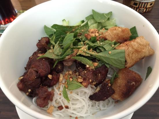 Saigon Bistro: Grilled beef and Vietnamese spring rolls on rice noodle