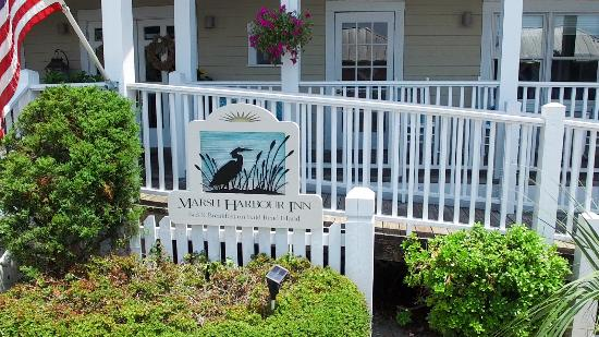 Marsh Harbour Inn: Sign in Front at Entrance to MHI
