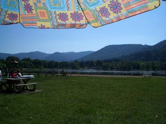 Camping des Lacs: am Stausee