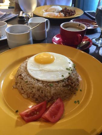 Cafe 1771: Big serving of Filipino breakfast fare.