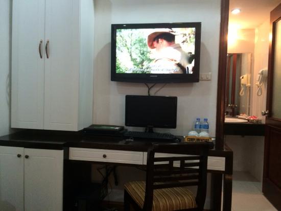 Hanoi Holiday Diamond Hotel : TV & Computer