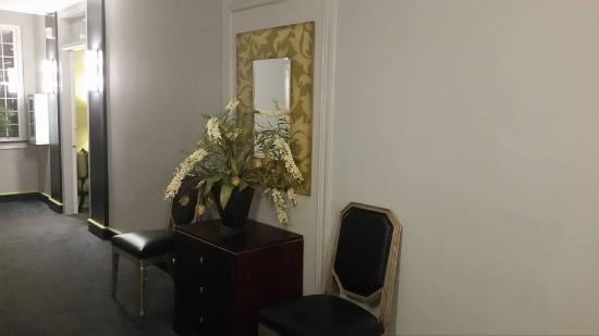 The King's Daughters Inn: Elegance in the hallways