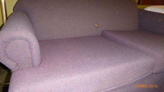 Baymont Inn & Suites EL Reno : damaged and worn sofa