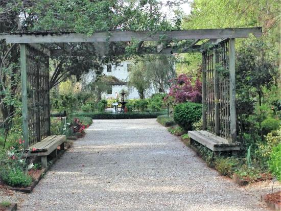 Botanical Garden: Gazebo where weddings can be planned