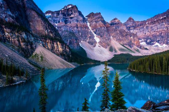 Moraine Lake: the sun is about to rise and there is more light