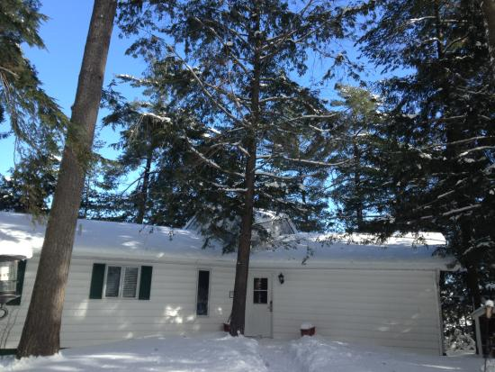 Port Carling, Canadá: Pinewood East Exterior Winter