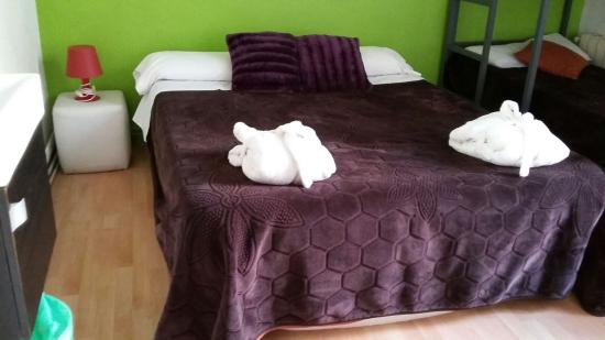 Els Angels: private room 4 pax double bed and bulk bed