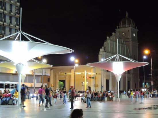 Resultado de imagen para plaza bicentenaria maracay