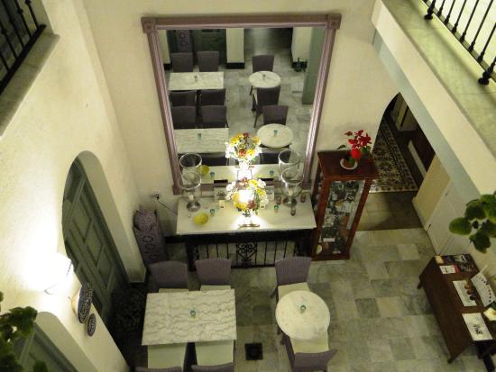 La Fonda Barranco: Patio cubierto con zona para desayunos.