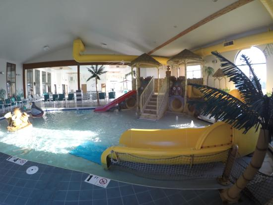 indoor water activity area picture of alakai hotel and suites rh tripadvisor ca