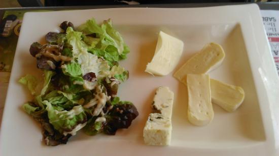 l'Éguille-sur-Seudre, France : Assiette de fromages.