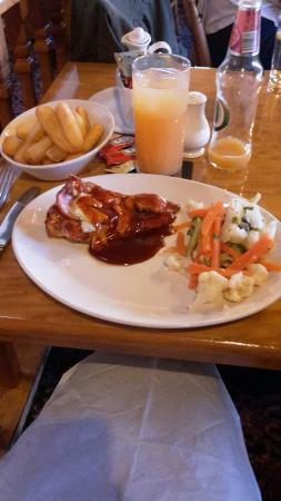 Kirkpatrick Fleming, UK: Hunter's chicken with vegetables and chips