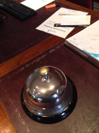 Grindleford, UK: Biggest desk bell I have seen