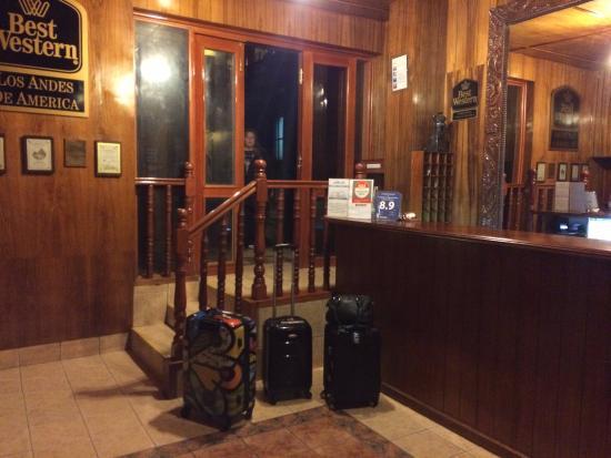 Los Andes De America Hotel: Recepção, acesso a ante sala.