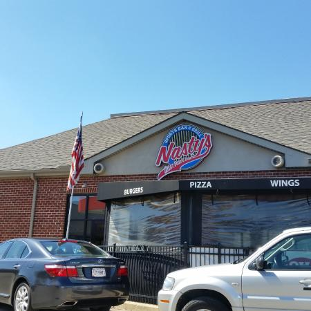 Nasty's Sports Bar & Grill: The restaurant and bar