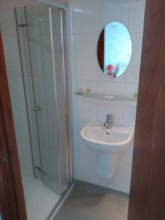 Edward Hotel: En-Suite Room 3