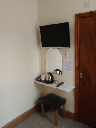Edward Hotel: Room 3