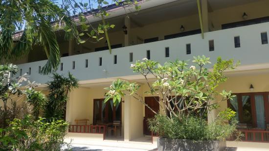Kata Country House: территория отеля (в этом корпусе мой номер 211)
