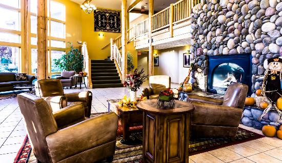 River Lodge and Grill: The lobby