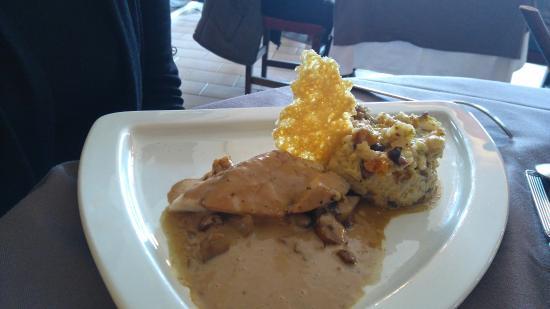 Pezilla-la-Riviere, ฝรั่งเศส: Filet de Maigre, Velouté de chataigne et risotto aux fruits secs