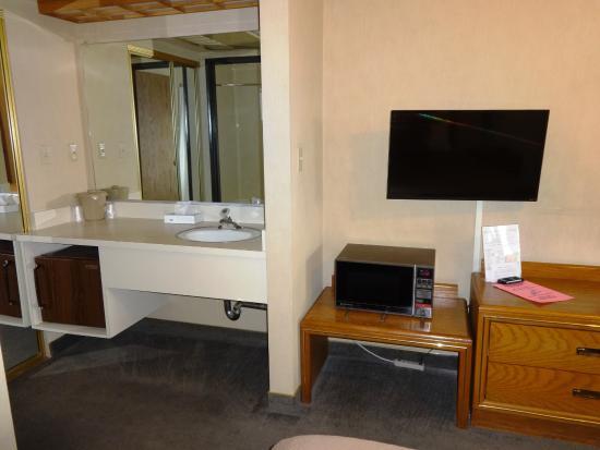 El Rancho Boulder Motel: Fridge and Micro in King Room #7