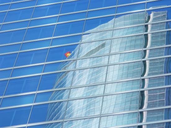 cuatro torres business area reflejos en la torre de cristal