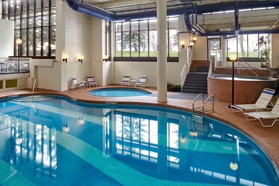 Sheraton Cavalier Calgary Hotel - Oasis Water Park Swimming Pools ...