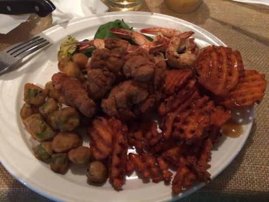 Saint George, Carolina del Sur: Ravióli, shrimps and grits, seafood combination (shrimps and oyster)