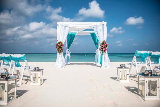 Hilton Aruba Caribbean Resort Wedding Ceremony On The Beach