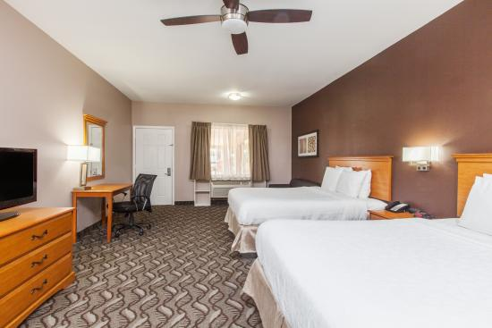 Days Inn Houston-Galleria TX: 2 Queens with seating area