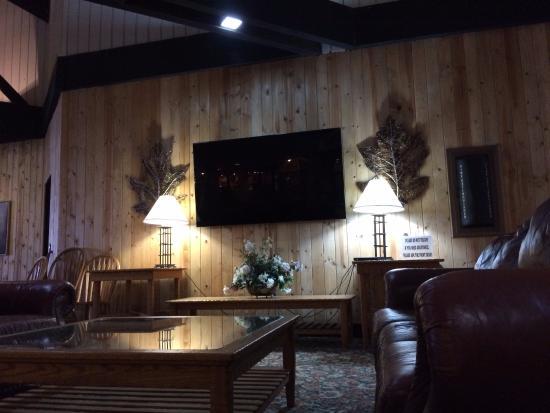 Perrysville, OH: Lobby Area
