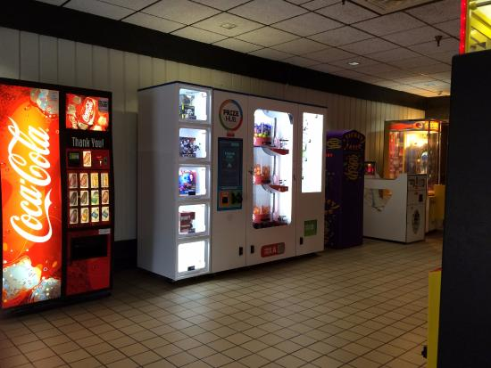 Perrysville, OH: Hallway with vending machine and more games