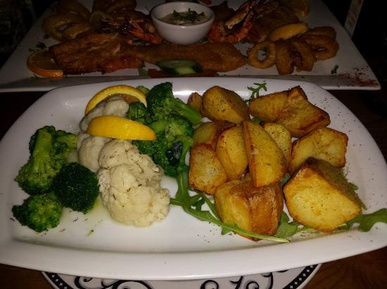 egeon palagos : les légumes et les potatoes (il y a une salade